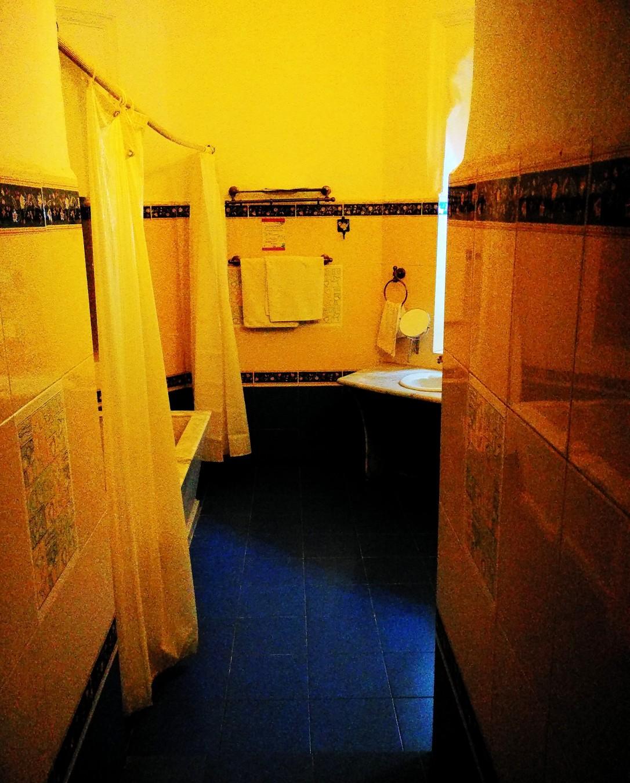 bathroom, sheesh mahal, orchha, madhya pradesh, india