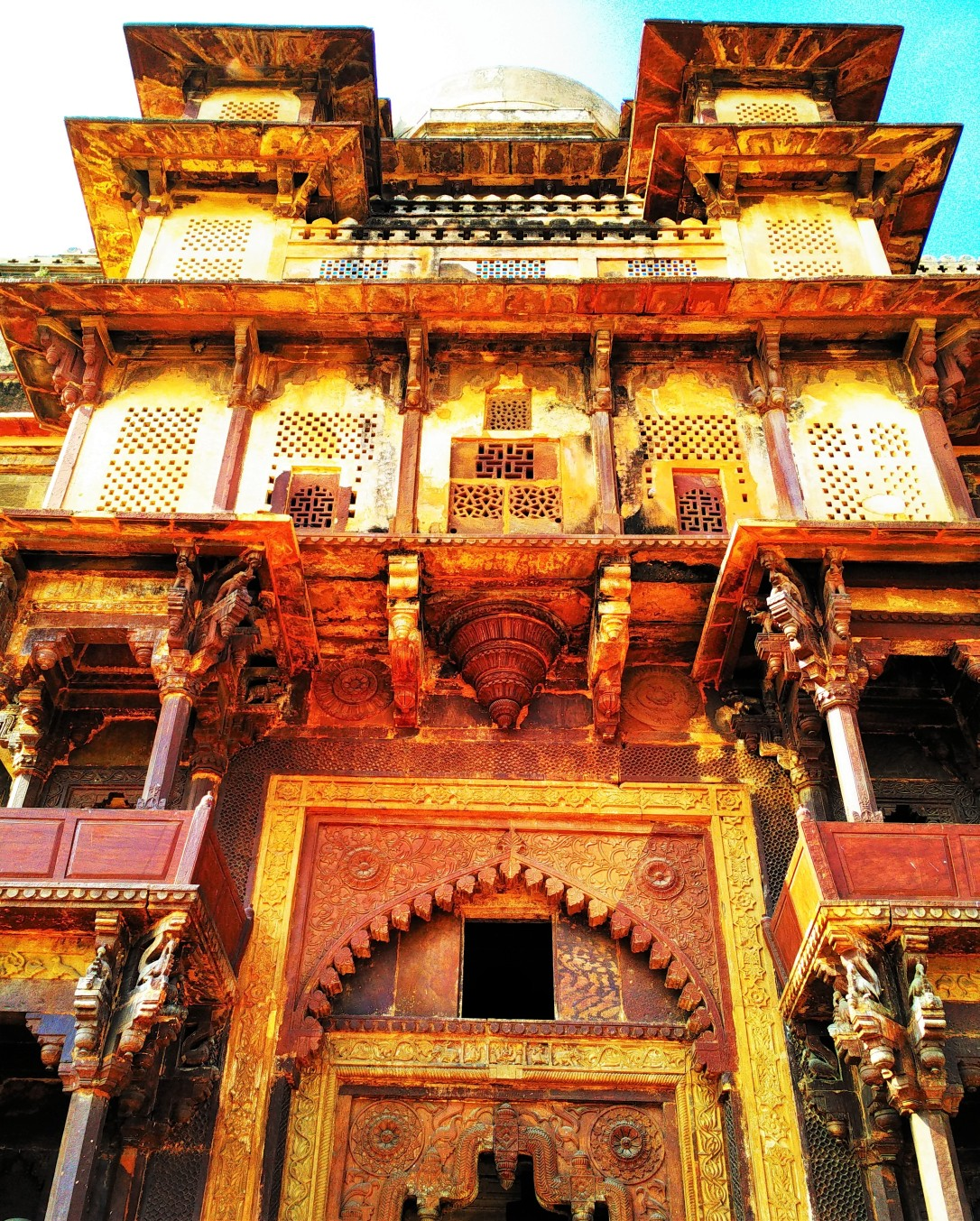 door, orchha fort, orchha, madhya pradesh