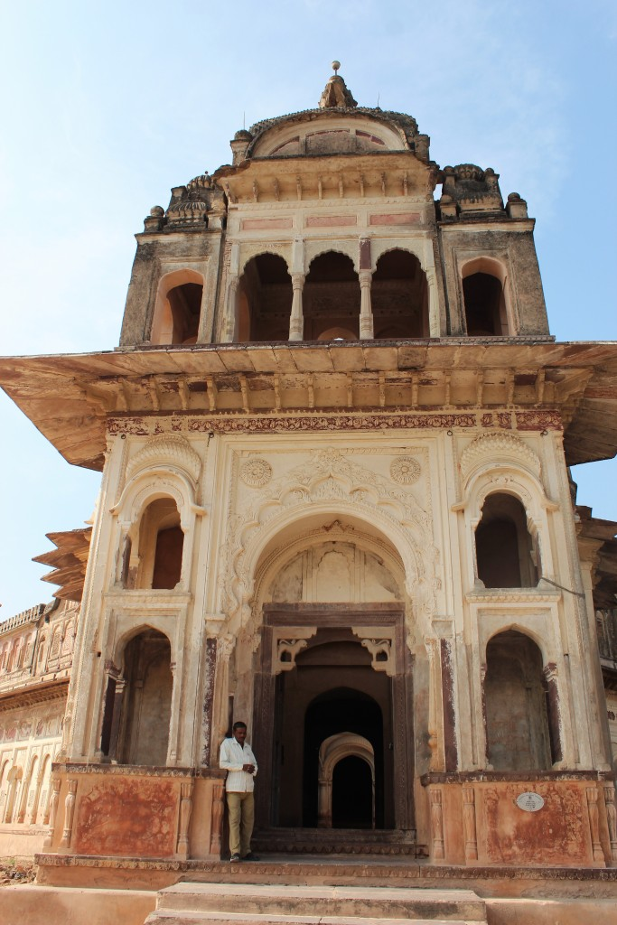 laxmi narayan mandir, owl in flight, orchha, madhya pradesh