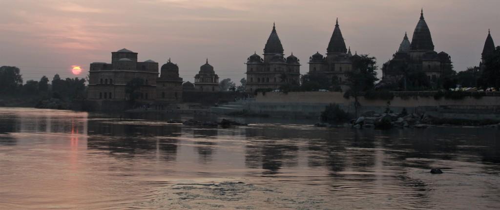 sun, cenotaph, betwa, orchha, madhya pradesh