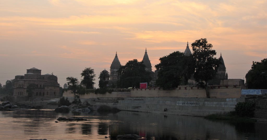 sun, sunset, warm, glow, river, betwa, shimmer, lover, goodbye, chhatri, orchha, madhya pradesh