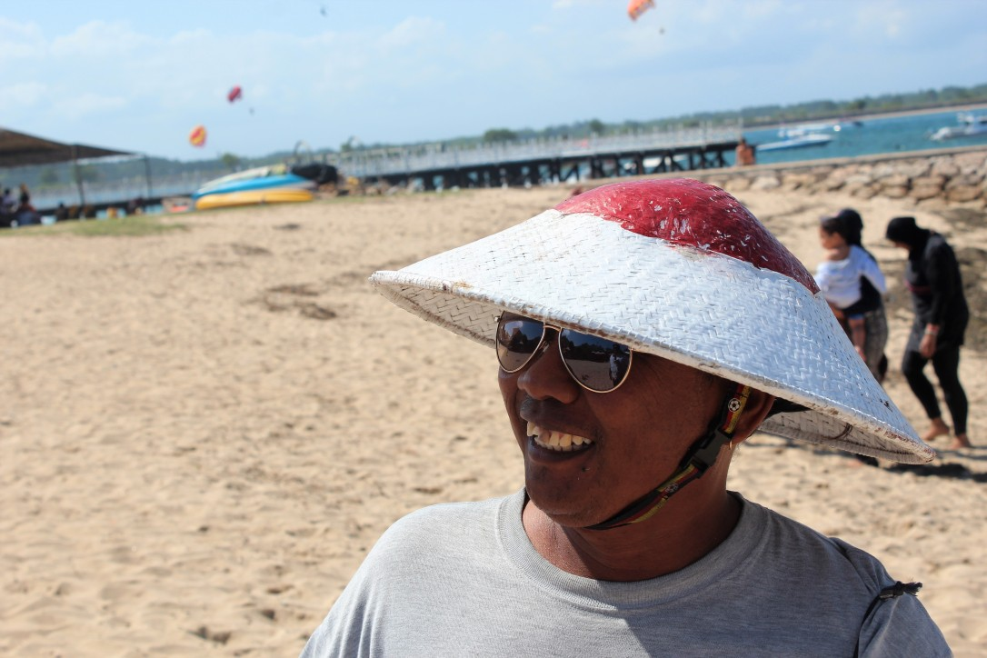 cheer, kite seller, Nusa Dua Beach