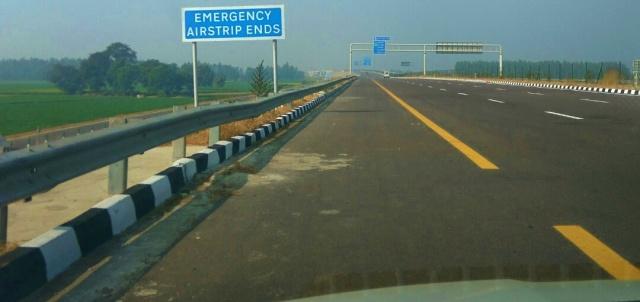 thrill, emergency airstrip, agra lucknow expressway, uttar pradesh, india